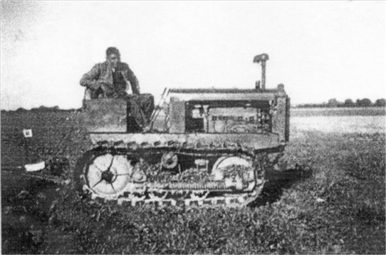 Photo:Charlie and the Allis Chalmers crawler tractor