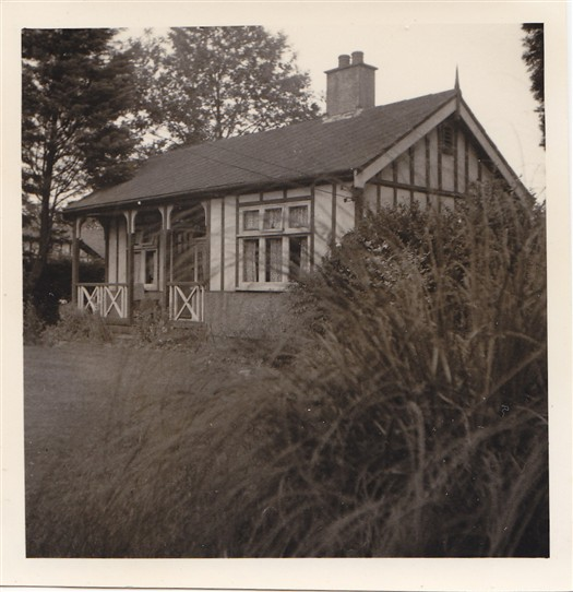 "Photo:""Asbestos"" cottage, in The Walk, formerly owned by Alf Pinchback"